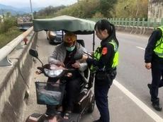 相關圖檔說明:警方即時道路救援,圖片總數共2張