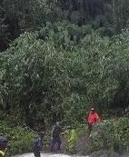 相關圖檔說明:颱風外圍環流導致河水暴漲  橫山警動員部落山青成功救援登山客脫困,圖片總數共6張