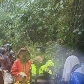 颱風外圍環流導致河水暴漲  橫山警動員部落山青成功救援登山客脫困